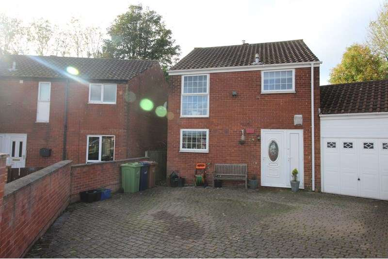 3 Bedrooms Property for sale in Raby Road, Oxclose, Washington, Tyne and Wear, NE38 0LT