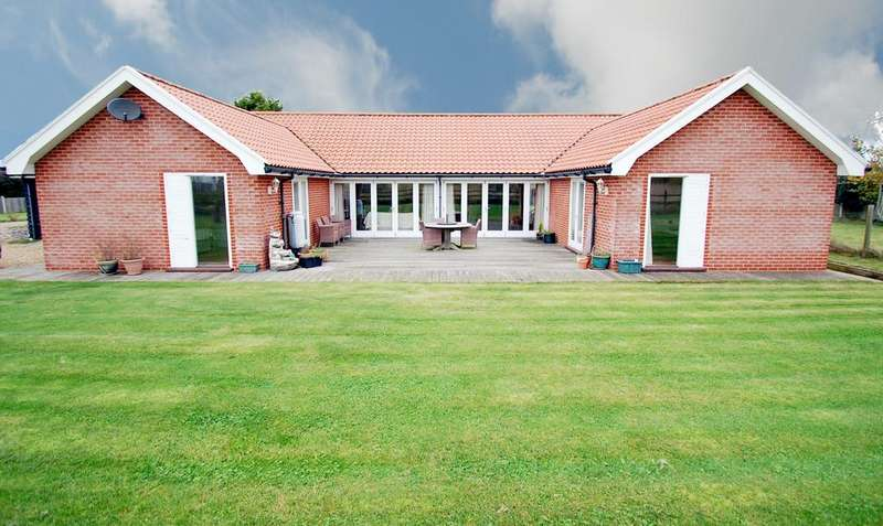 3 Bedrooms Detached Bungalow for sale in Mundesley Road, Gimingham
