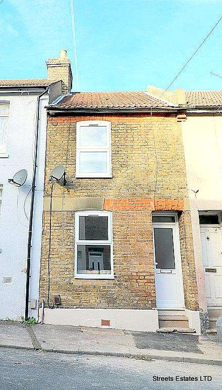 2 Bedrooms Terraced House for sale in Charter Street, Chatham ME4