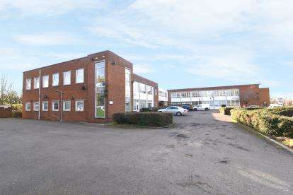 2 Bedrooms Flat for sale in William House, St. Christopher Court, Evesham, Worcestershire