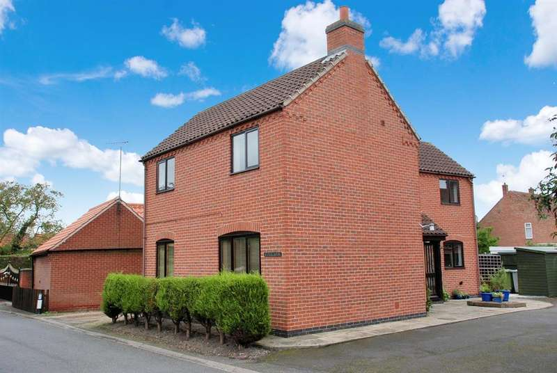 3 Bedrooms Detached House for sale in High Street, Sutton-On-Trent