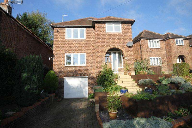 4 Bedrooms Detached House for sale in LEATHERHEAD