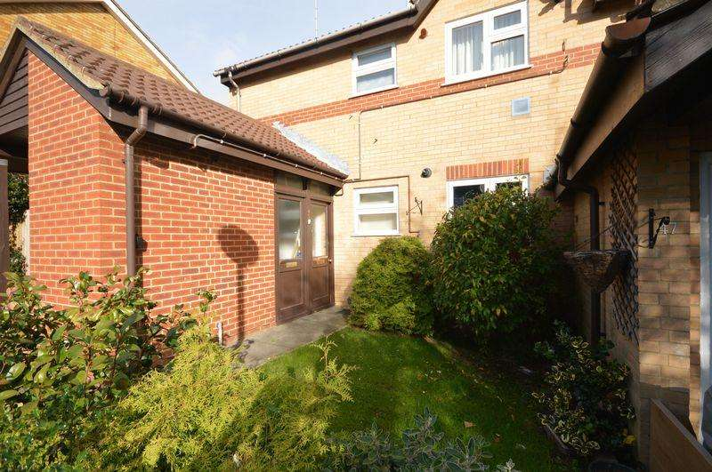 1 Bedroom Apartment Flat for sale in Woodbridge Close, Luton