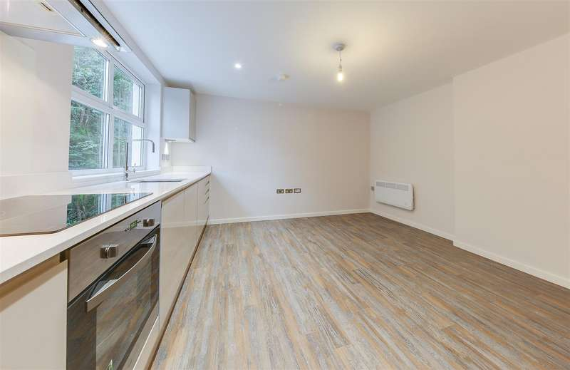 2 Bedrooms Apartment Flat for sale in Holcombe Road, Helmshore, Rossendale