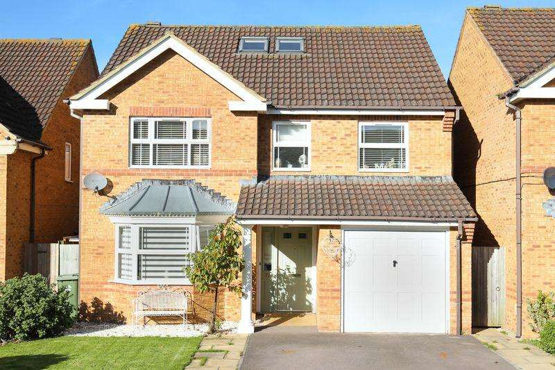 5 Bedrooms Detached House for sale in Cornbrash Rise, Hilperton