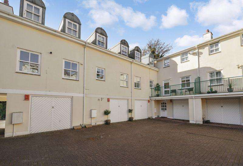2 Bedrooms Terraced House for sale in Torquay
