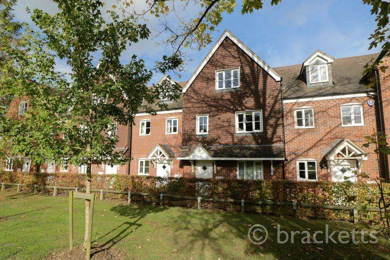 3 Bedrooms Terraced House for sale in Redland Avenue, Langton Green