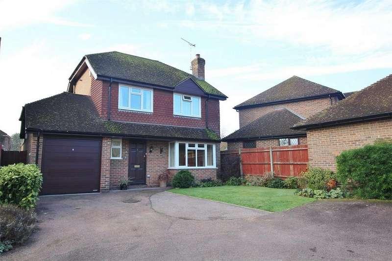 4 Bedrooms Detached House for sale in Batchelor Way, West Park, Uckfield, East Sussex