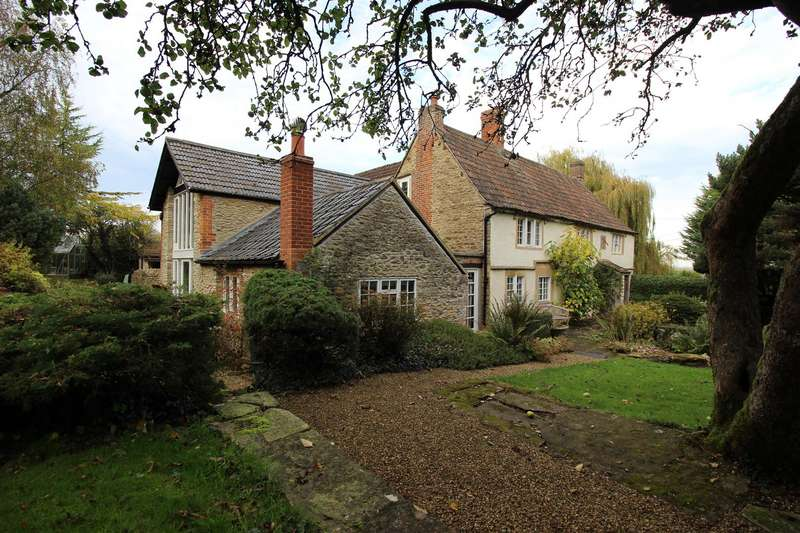 5 Bedrooms Detached House for sale in Kington Langley, Chippenham