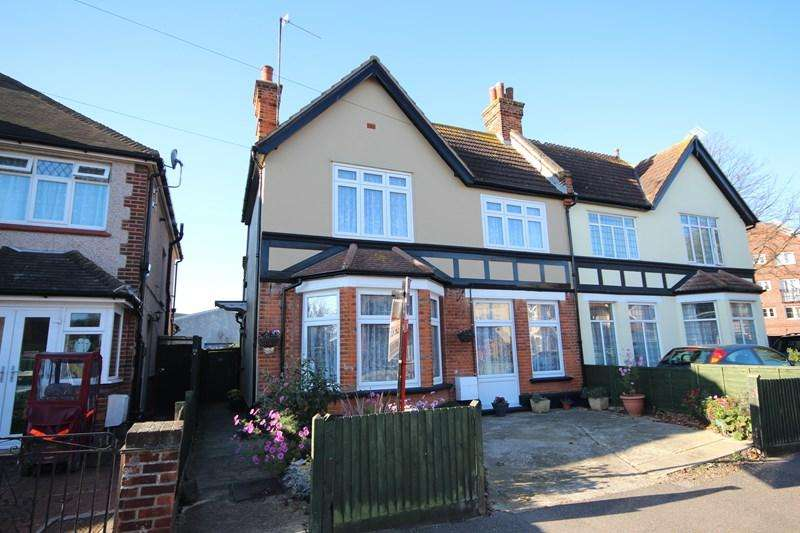 4 Bedrooms Semi Detached House for sale in Chapman Road, Clacton-On-Sea