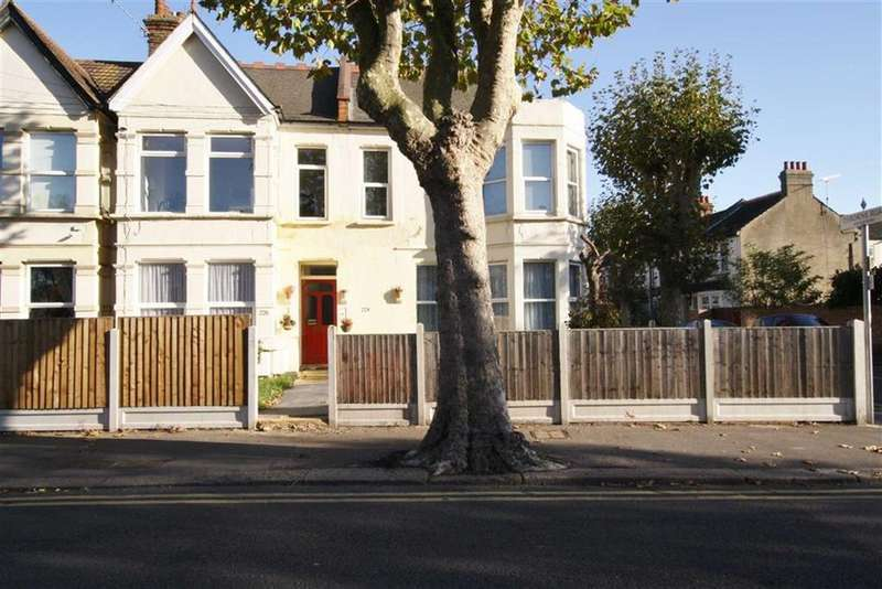 2 Bedrooms Flat for sale in Hamlet Court Road, Westcliff-On-Sea, Essex