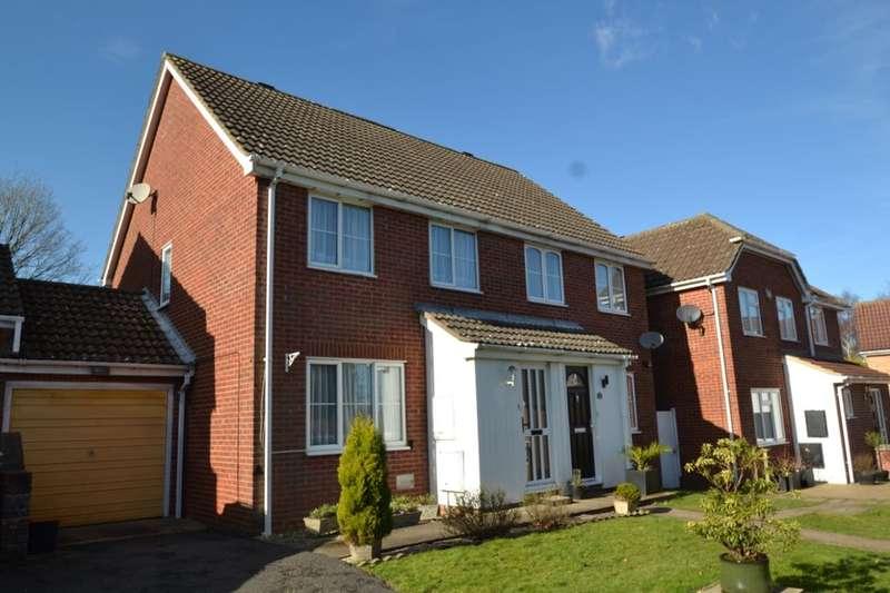 3 Bedrooms Semi Detached House for sale in Olivine Close, Walderslade Woods, Walderslade, ME5