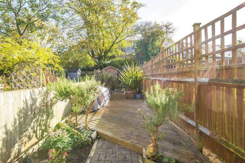 2 Bedrooms Maisonette Flat for sale in Sedgemere Avenue, East Finchley, London, N2