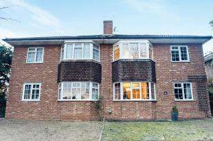 2 Bedrooms Flat for sale in Melton Court, 73 Brighton Road, Sutton