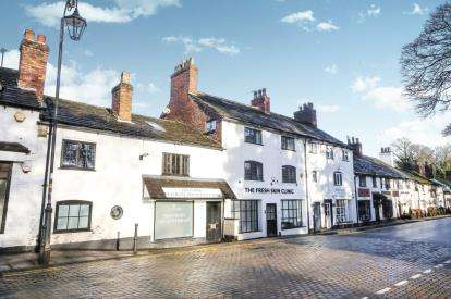2 Bedrooms Flat for sale in New Road, Prestbury, Cheshire