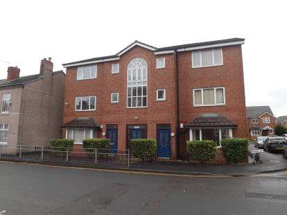 2 Bedrooms Flat for sale in Grimshaw Street, Golborne, Warrington