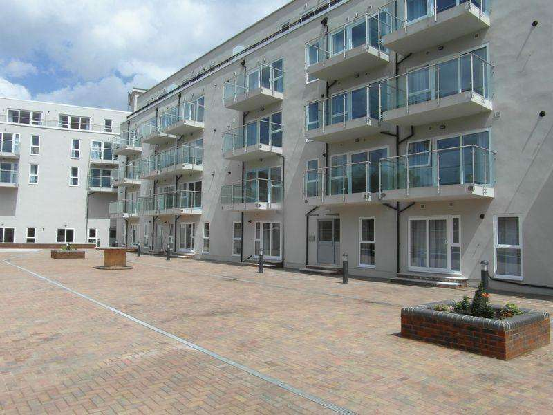 3 Bedrooms Flat for rent in Punam Apartments - Windsor Close, Northwood Hills