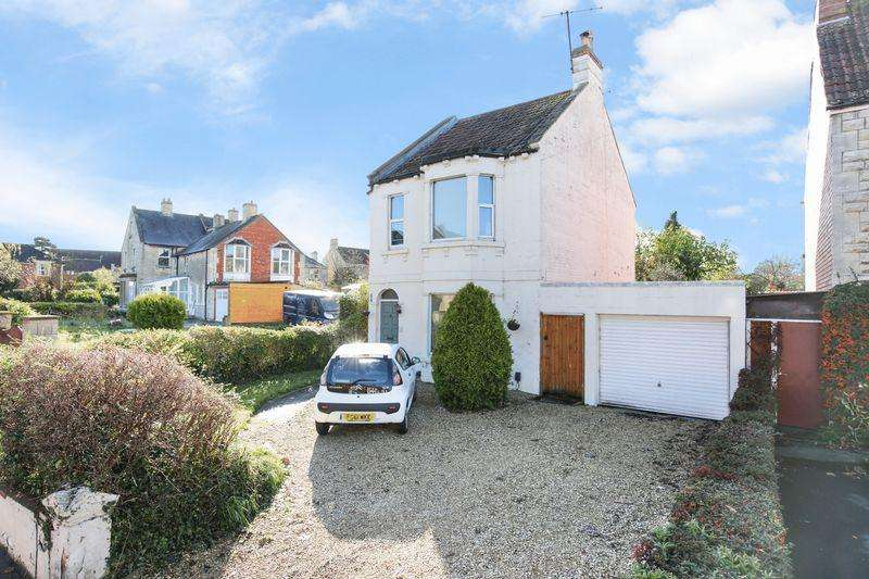 4 Bedrooms Detached House for sale in Bradford Road, Trowbridge