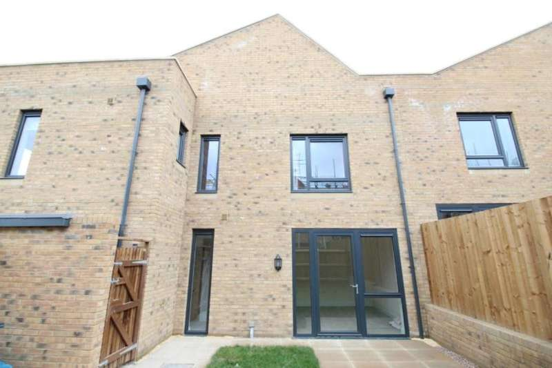 2 Bedrooms Semi Detached House for rent in Castle Croft Drive, Sheffield, S2