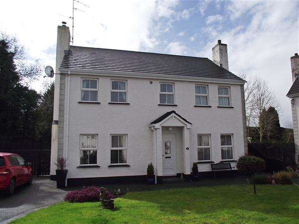 4 Bedrooms Detached House for sale in 11 The Beeches