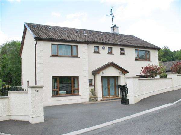 4 Bedrooms Detached House for sale in 10 Coole Drive