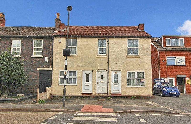Terraced House for sale in Sedgley Road, WOODSETTON