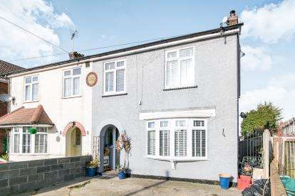 3 Bedrooms Semi Detached House for sale in Clacton On Sea, Essex