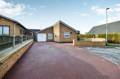 3 Bedrooms Bungalow for sale in Springwood View Close, Sutton-In-Ashfield, Nottinghamshire, Notts