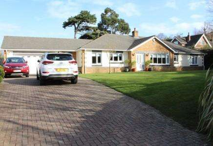 3 Bedrooms Bungalow for sale in Ramsey, Isle of Man, IM81NG