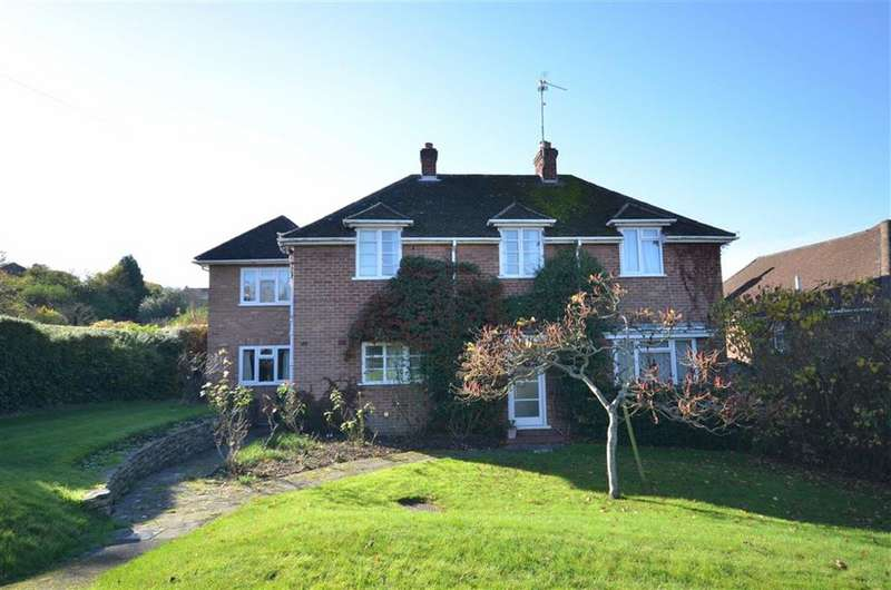4 Bedrooms Detached House for sale in Brambleton Avenue, Farnham