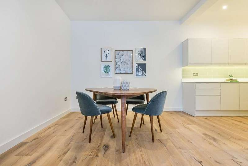2 Bedrooms Apartment Flat for sale in Church Path, Wanstead