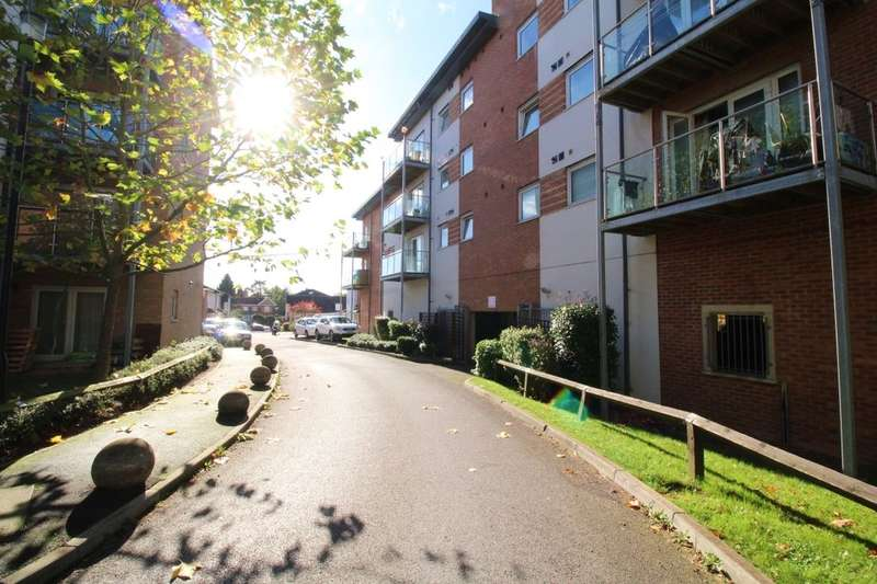 2 Bedrooms Flat for rent in Mayfair Court Observer Drive, Watford, WD18
