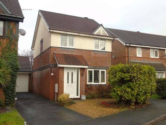 3 Bedrooms Semi Detached House for rent in 13 Kingfisher Court Llanelli Carmarthenshire