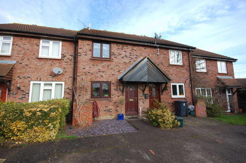 2 Bedrooms Terraced House for sale in Kerby Rise, Chelmer Village, Chelmsford, CM2