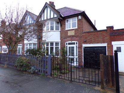 3 Bedrooms Semi Detached House for sale in Ainsdale Road, Western Park, Leicester, Leicestershire
