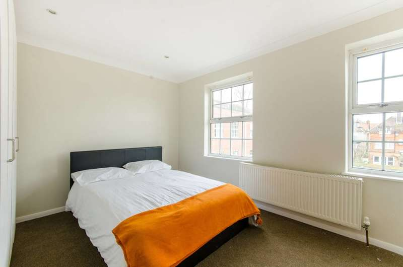 5 Bedrooms Flat for rent in Blenheim Close, Winchmore Hill, N21