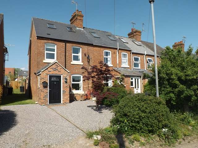 3 Bedrooms Cottage House for sale in Mill Road, Hampton, Evesham