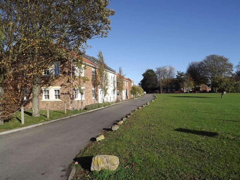 2 Bedrooms Apartment Flat for sale in The Green, Great Burdon