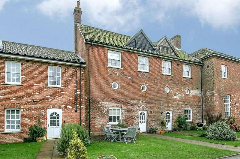 4 Bedrooms Town House for sale in St Georges, Wicklewood
