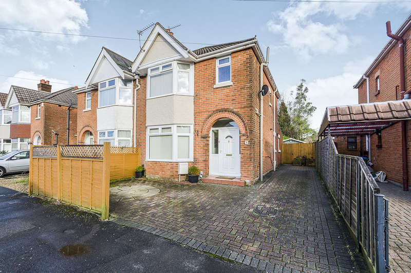 3 Bedrooms Semi Detached House for sale in Deacon Crescent, Southampton, SO19