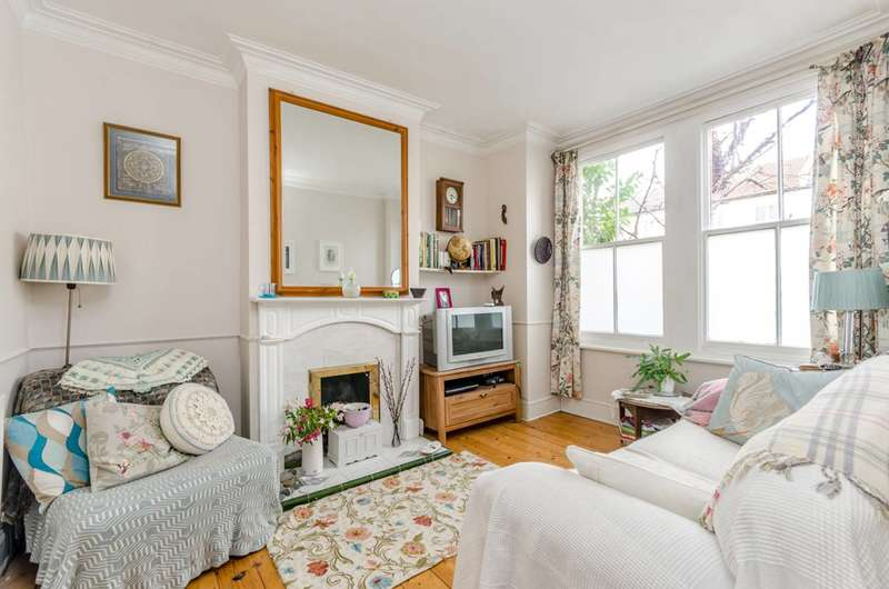 1 Bedroom Flat for sale in Cowper Road, South Wimbledon, SW19