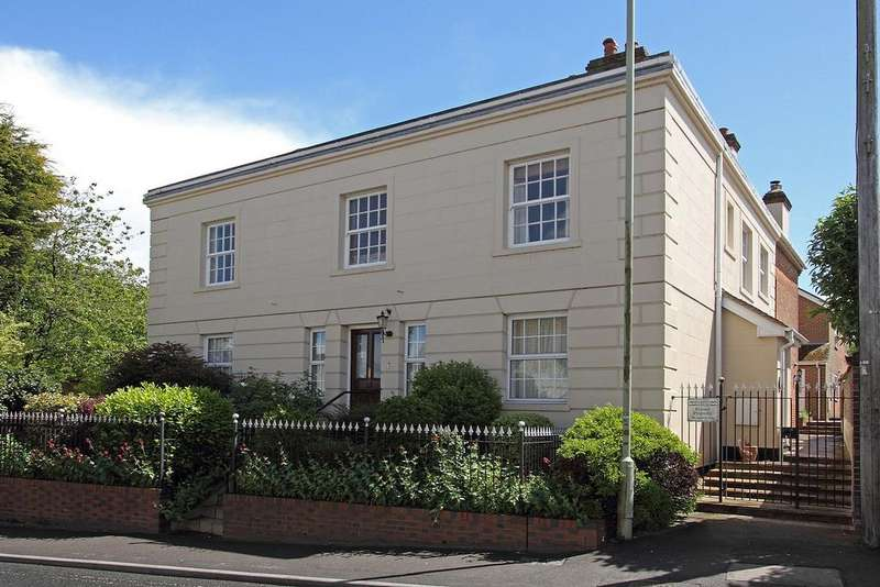 3 Bedrooms Maisonette Flat for rent in Beckett House, Wallingford Street, Wantage, Oxfordshire, OX12