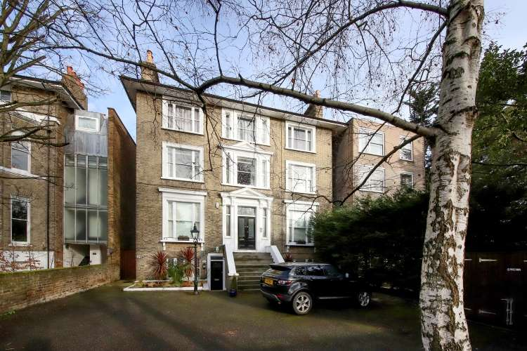 2 Bedrooms Flat for sale in St. Johns Park London SE3