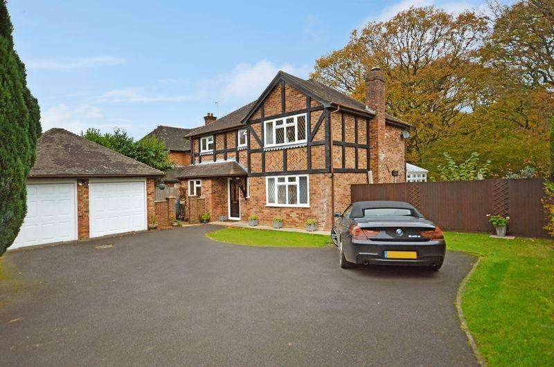 4 Bedrooms Detached House for sale in Coltsfoot Road, Lindford