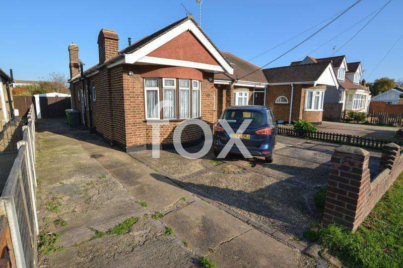 2 Bedrooms Semi Detached Bungalow for sale in Ravenswood Chase, Rochford