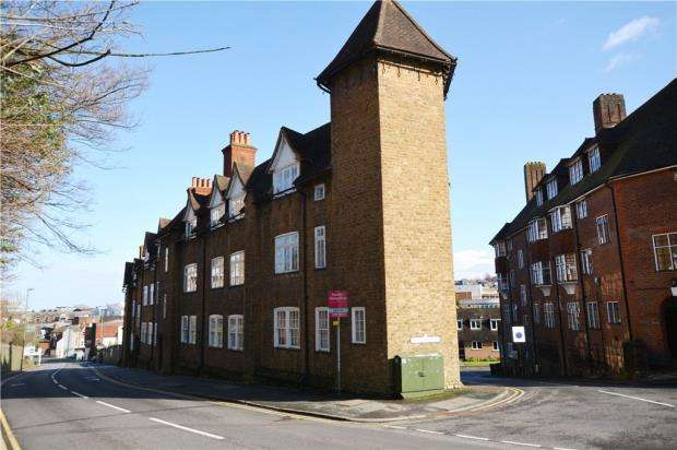 1 Bedroom Apartment Flat for sale in Wycliffe Buildings, Portsmouth Road, Guildford