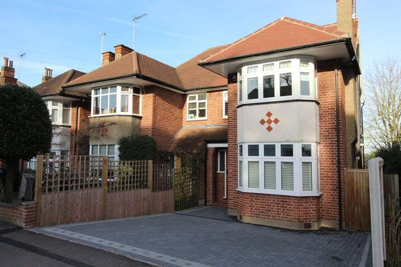 4 Bedrooms Semi Detached House for sale in Warwick Road, New Barnet