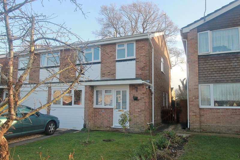 3 Bedrooms Semi Detached House for sale in Moorcroft Avenue, Burton, Christchurch