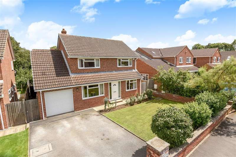 4 Bedrooms Detached House for sale in Lucas Grove North, Tockwith, York, YO26 7QZ