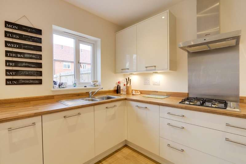 3 Bedrooms Semi Detached House for sale in Primrose Drive, Newton Abbot